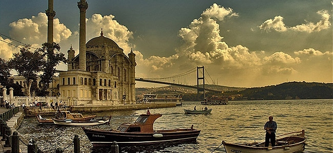 http://www.istanbulturchia.it/wp-content/uploads/sites/15/Panorama-Istanbul.jpg